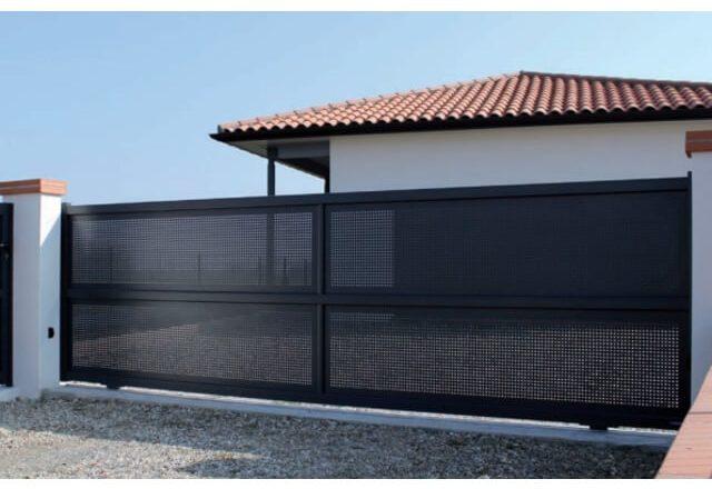 7b5c273dc134d9 Un portail battant est équipé de 2 vantaux alors qu un portail coulissant  n a qu un seul vantail. Le portail battant nécessite un grand espace pour  s ouvrir ...